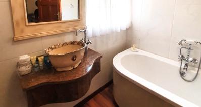 Room 5 bath.jpg