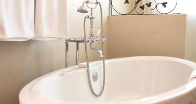 Room 6 Bath