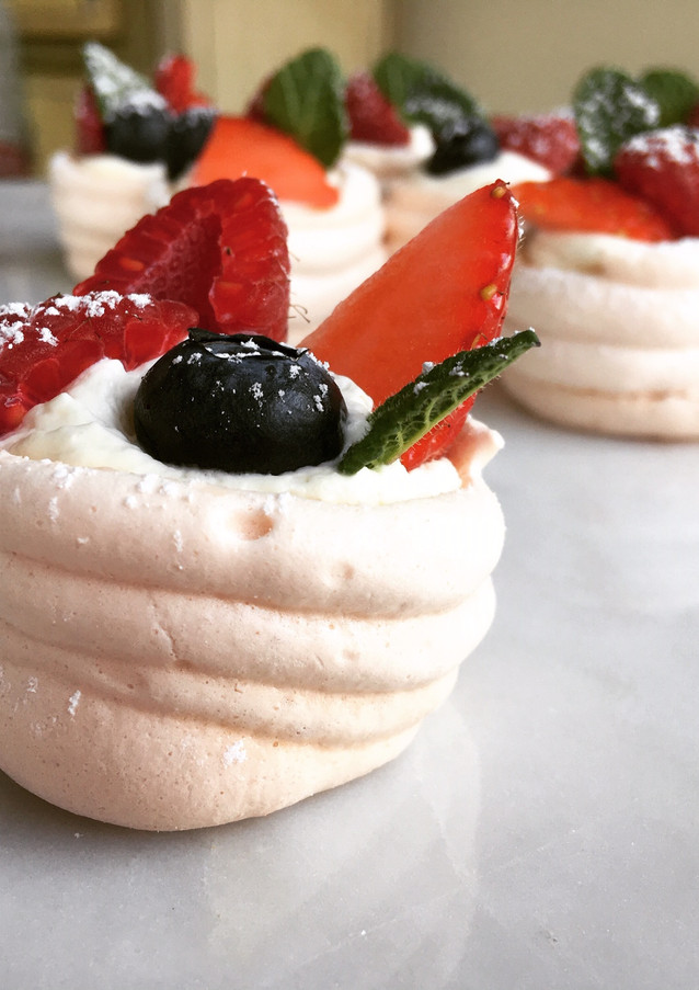 mini berry pavlovas