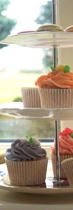 cake stand with cup cakes