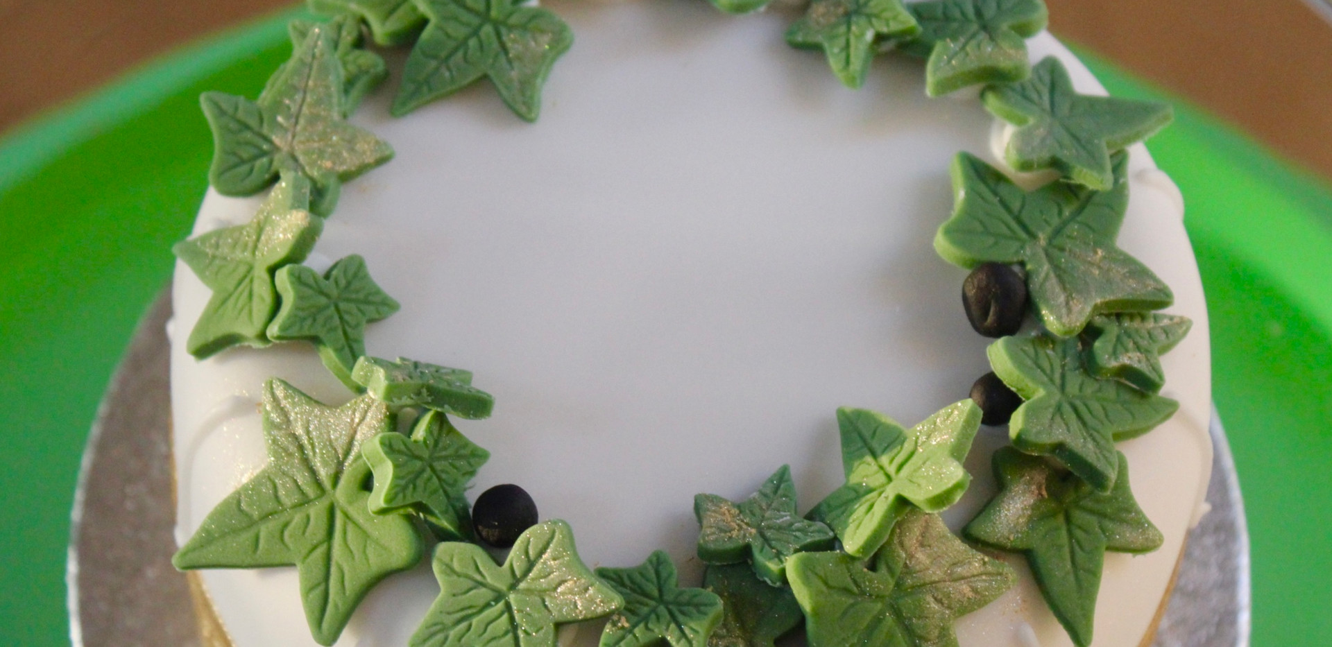 Small Ivy cake - top view.jpeg