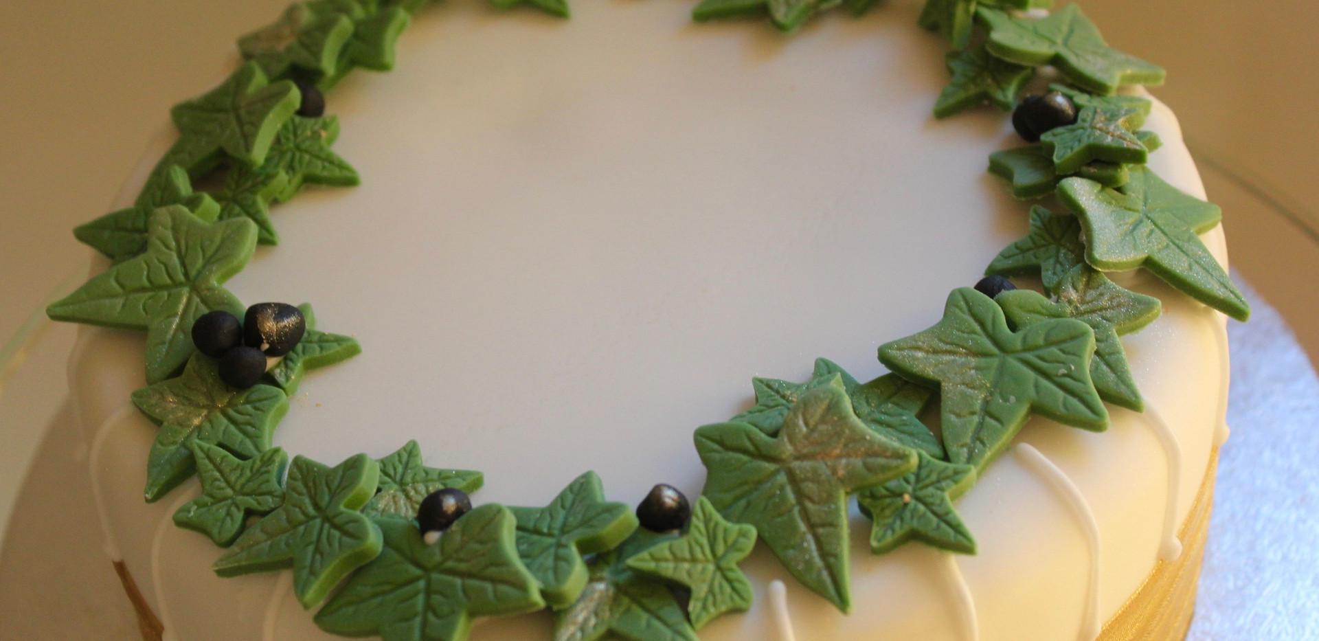 Large ivy cake top view.jpeg