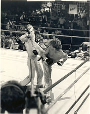 Jerry Golden Boy Trimble wacks European Champion, Pascal Leplat.jpg