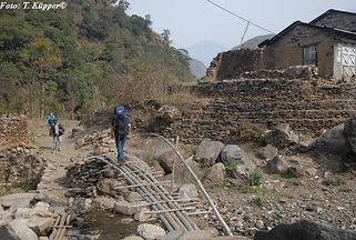 ADEMED-Team auf dem Weg nach Manang, ADEMED 2008, Annapurna-Region, Nepal