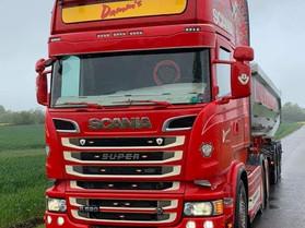 Reklame for Damm's Nedrivning på denne Scania 520'er