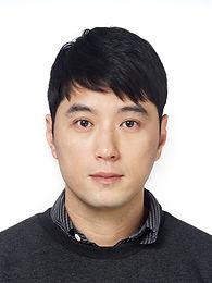 반달 Director_Sin Yun-ho.jpeg