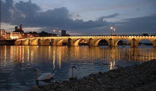 Mâcon et son bord de Saône magnifique