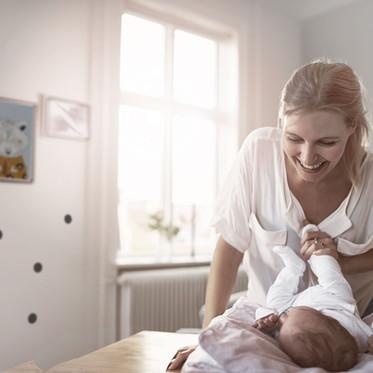 Conseils d'ostéopathes pour le port et la posture de votre bébé
