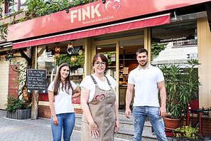 Die Bäckerei Fink – Backen mit Liebe und Zeit ist ein mittelständisches Handwerksunternehmen, das Backwaren herstellt. Die Traditionsbäckerei verfolgt seit Jahren das Ziel, ihre qualitativ hochwertigen Lebensmittel ohne jegliche Hilfsmittel der Backindustrie für ihre Kunden zu produzieren.