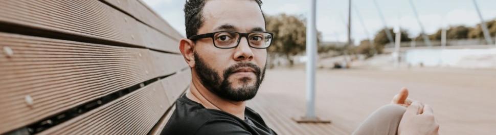 """Tônio Caetano: """"A literatura antirracista está buscando um novo imaginário de Brasil"""" para o site Nonada - Jornalismo Travessia"""