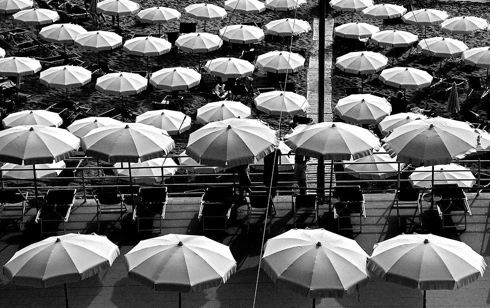 Strand, Sonnenschirme, Italien
