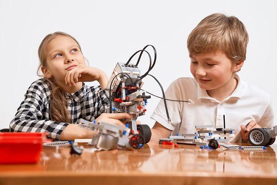 kids-using-building-kit-EKW5ACT.JPG