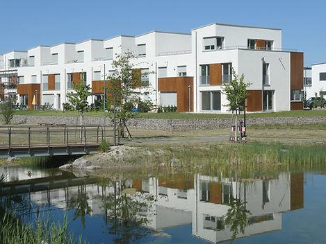 Bild der Reihenhäuser am Auenwald im Quartier Natürlich Rastatt