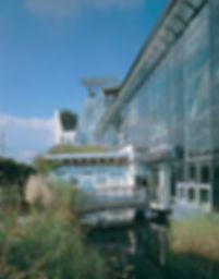 Ansicht der Glasfassade des Ökohaus Kühl KG in Frankfurt, passive Solarnutzung