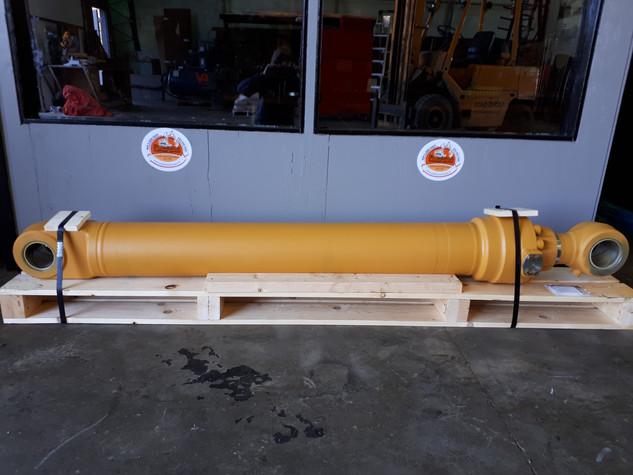Deere 450LC-5 Bucket Cylinder