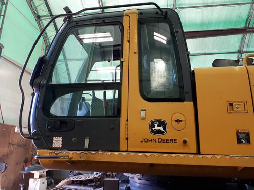 John Deere 330CLC Cab