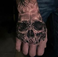 Hand Skull