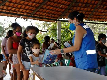 Covid-19 em pauta: crianças indígenas e ribeirinhas ganham kit que ensina sobre a lavagem de mãos