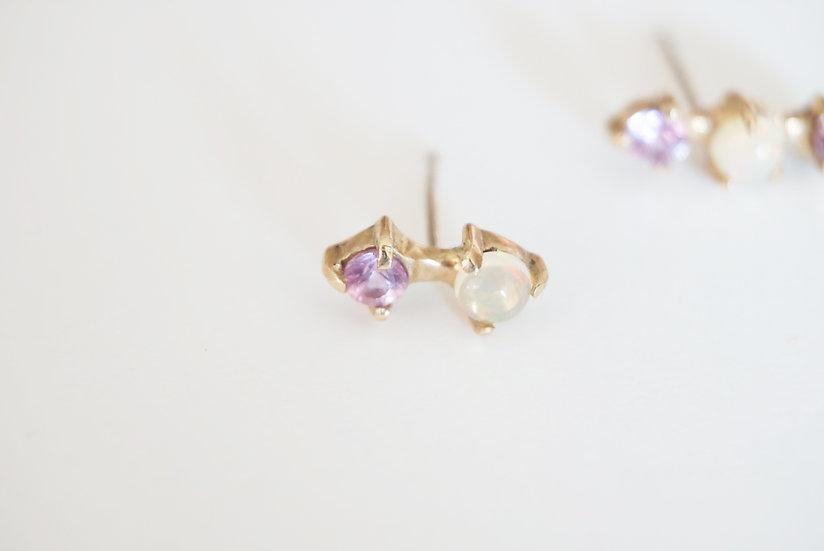 Opal/sapphire 2 dots k10 stud