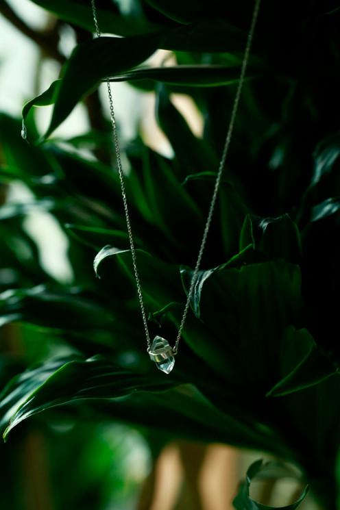 Diamond quartz single necklace