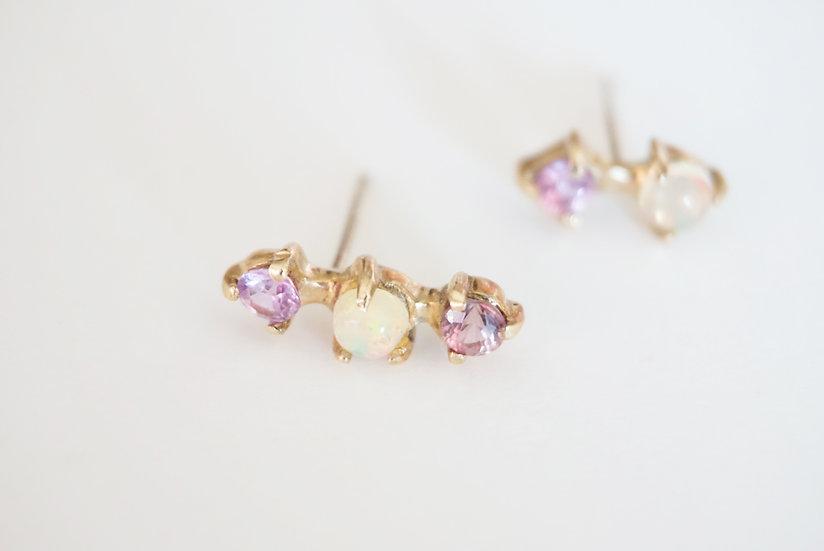 Opal/sapphire 3 dots k10 stud