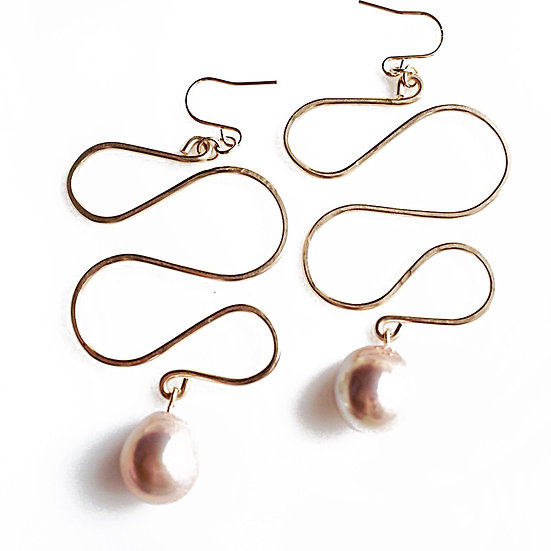 Pink pearl snake line earring