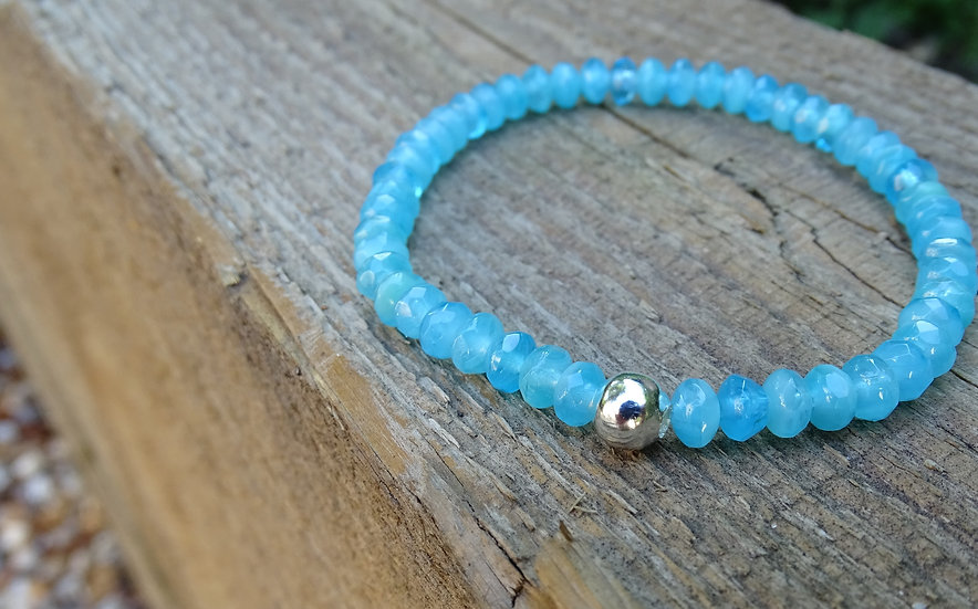Sea bracelet (blue glass)