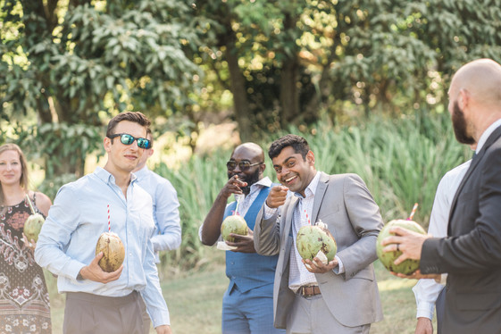 Gueusts enjoing fresh coconuts during ceremony