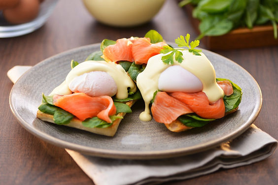 eggs-benedict-with-smoked-salmon-spinach