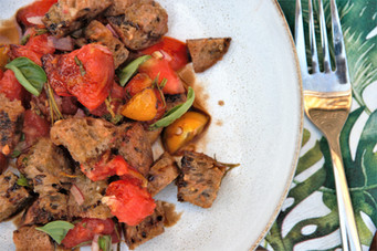 Panzanella - Italenischer Brotsalat mit Tomaten