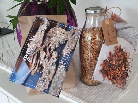 Knäckebrot und Erdnussgranola