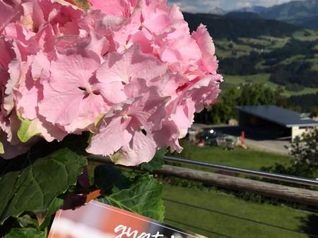 Blumen und Rezeptkarte