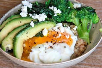 Herzhafte Haferflocken mit Brokkoliund Ei