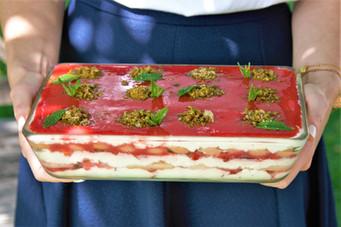 Erdbeer-Minz Tiramisu mit Pistazien Crunch