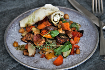 Grillgemüse mit Süßkartoffel, Kichererbsen und Feta-Röllchen