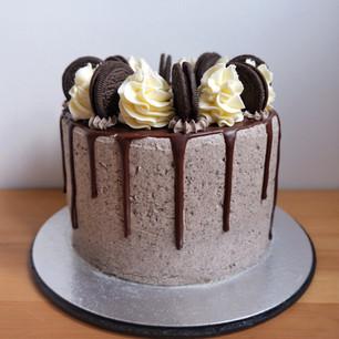 Oreo Cookies and Cream Chocolate Drip Cake
