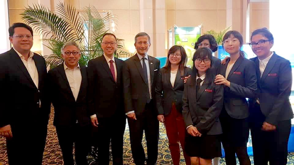 Photo with Dr Vivian Balakrishnan