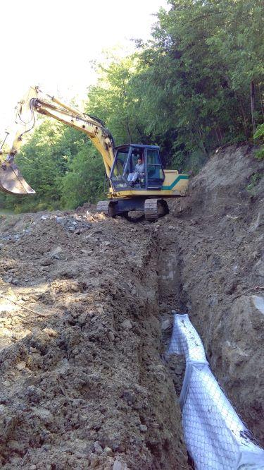 Esecuzione dei lavori: posizionamento dei materassi drenanti per la raccolta delle acque sotterranee
