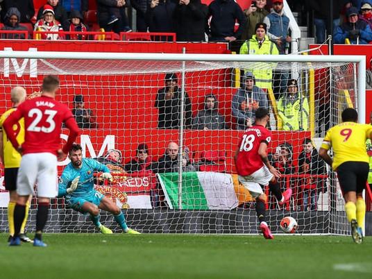 Portuguese star revives English giants