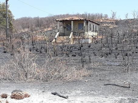 Após uma noite de bastante luta contra fogo , ainda existe focos nas roças proximo ao Distrito de As