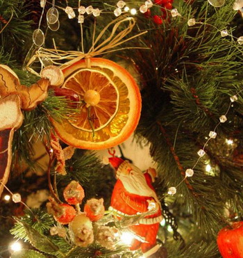 Елка-с-апельсинами