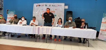 Jóvenes presentan propuestas al Güero Martínez