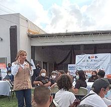 Dialoga Maru Campos con jóvenes de Tira Paro