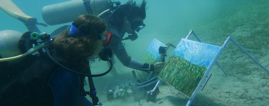 Olga Nikitina shows some tips of underwater painting