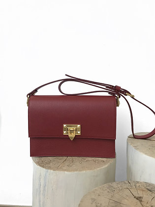 Luxurious shoulder bag with stud details for rock chic