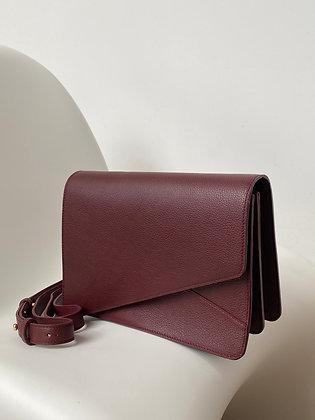 Shoulder bag in warm burgundy hued leather