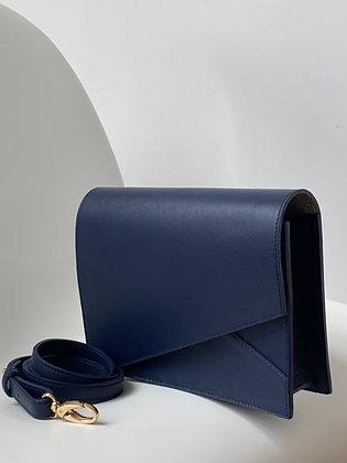 Small but significant shoulder bag / clutch