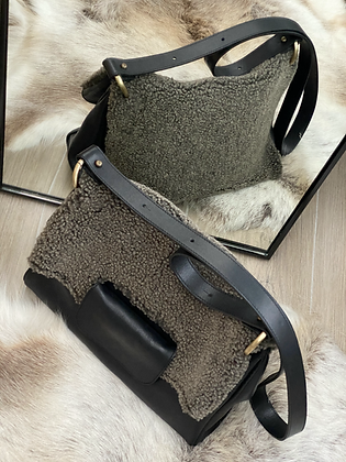 Shoulder Bag in smooth black leather and sheep wool
