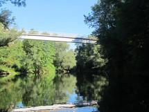 Pont piéton à Pont de Beauvoisin pendant la descente du Guiers en Canoë / Kayak