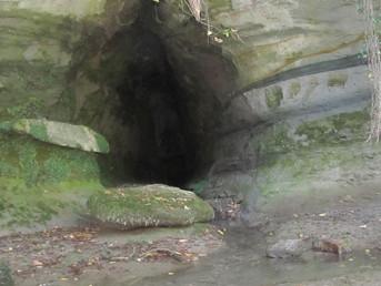 Grotte pendant la descente du Guiers en Canoë / Kayak